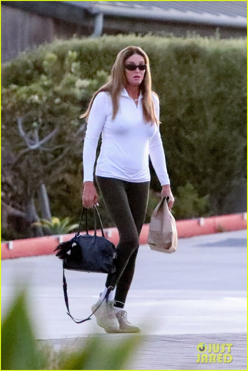 caitlyn jenner sophia hutchins pick up dinner favorite restaurants 014470503