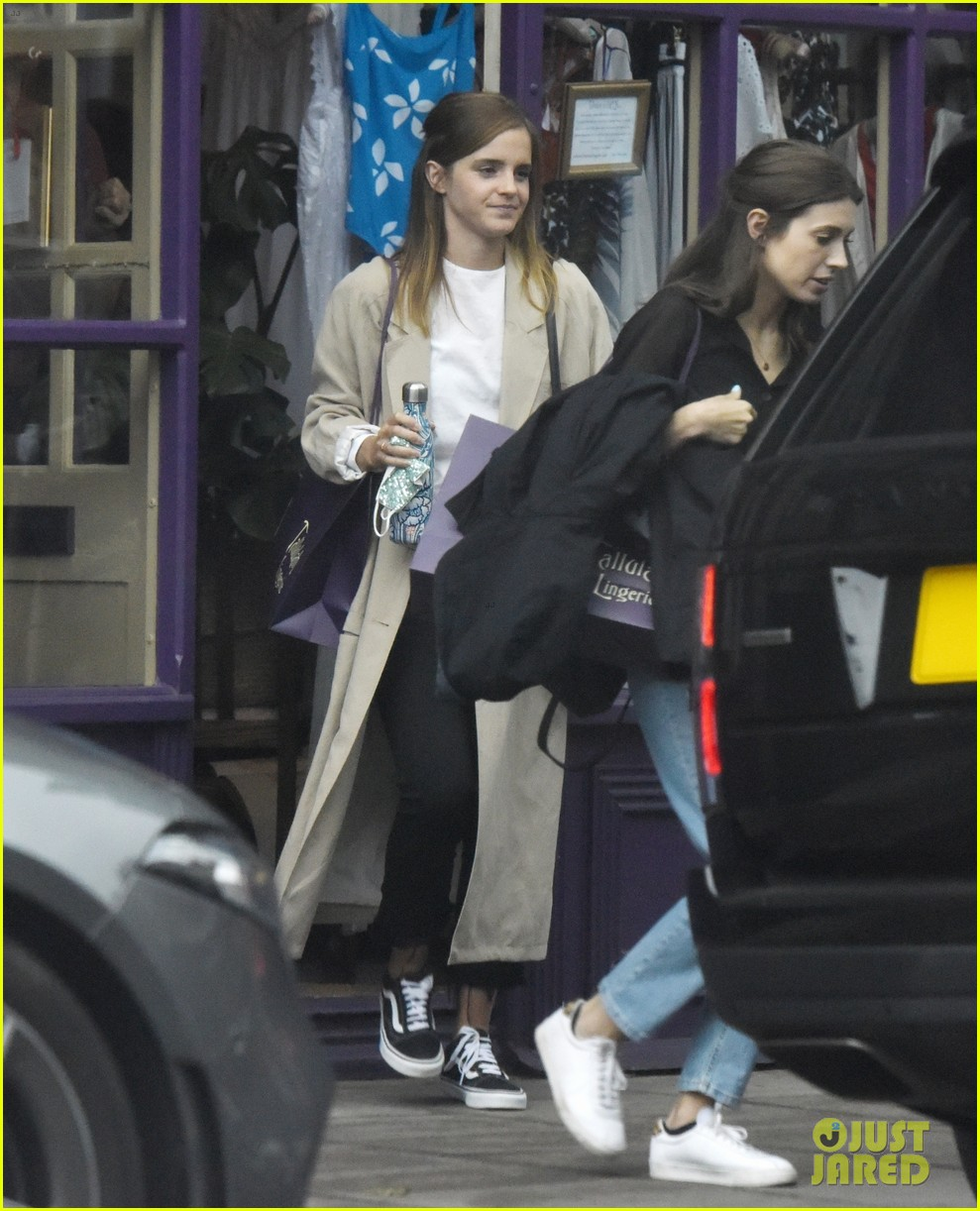 Emma Watson Goes Lingerie Shopping With A Friend In London Photo 4468728 Emma Watson Pictures Just Jared