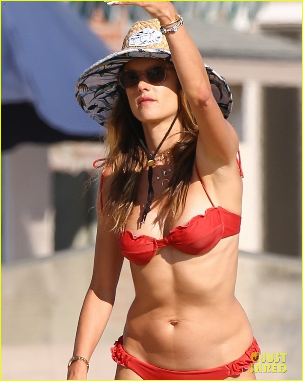 alessandra ambrosio plays cornhole with friends on the beach 024473043