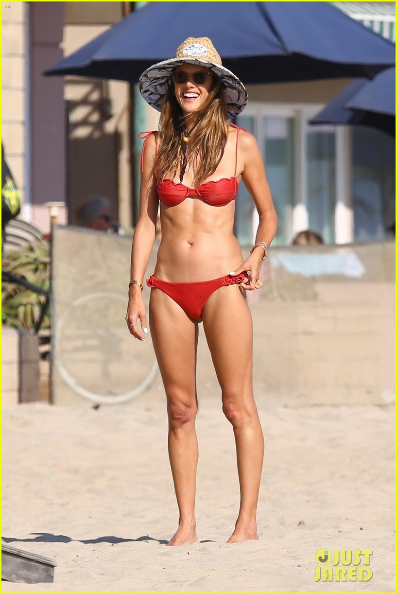 alessandra ambrosio plays cornhole with friends on the beach 034473044