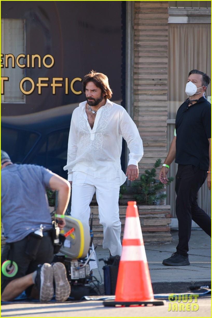 bradley cooper straight out of 70s set of new movie 444478954