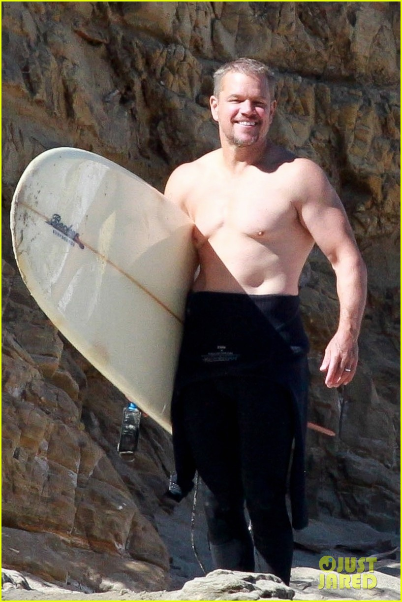 matt damon shirtless beach day 014474834
