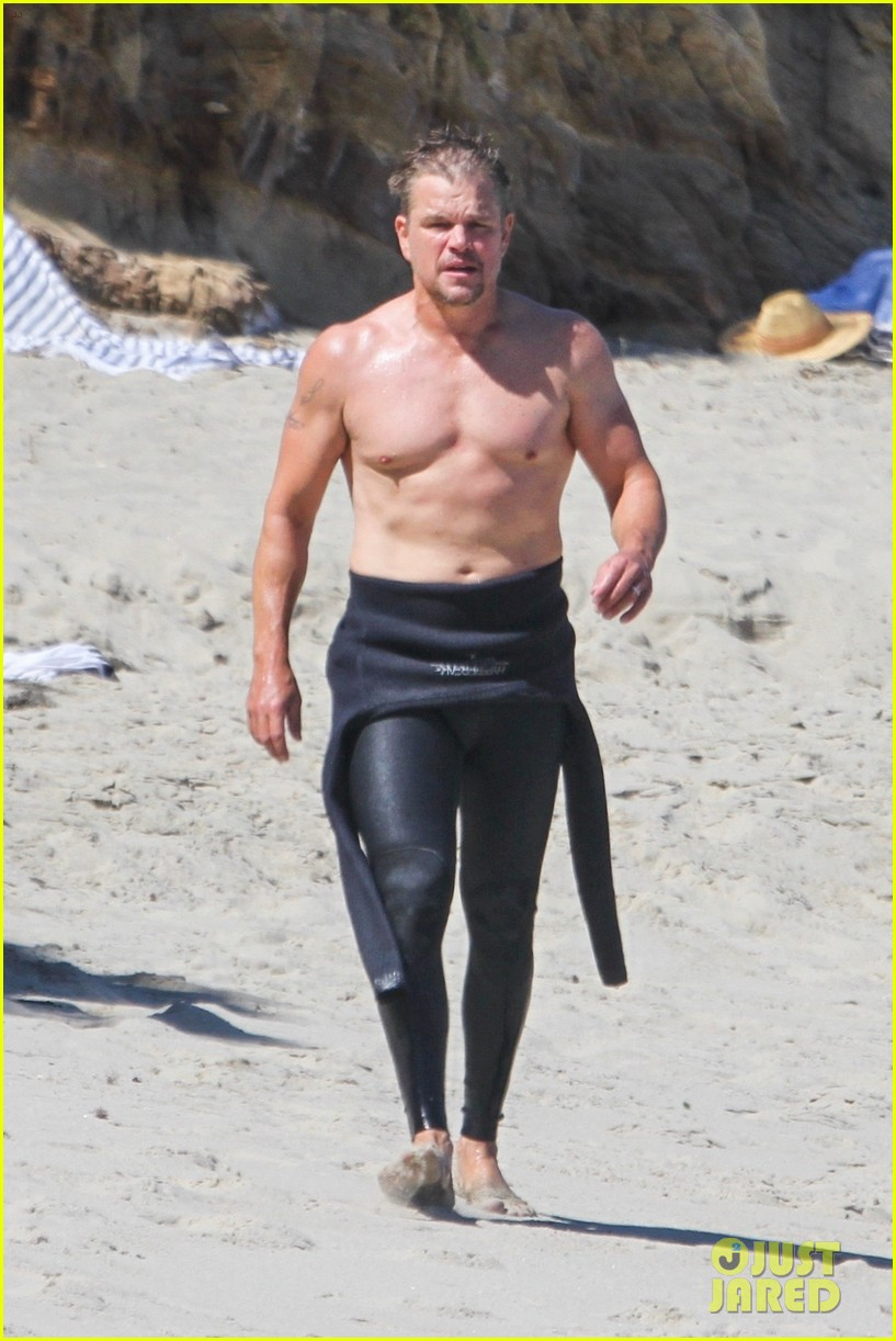 matt damon shows off his fit physique day at the beach 064473117