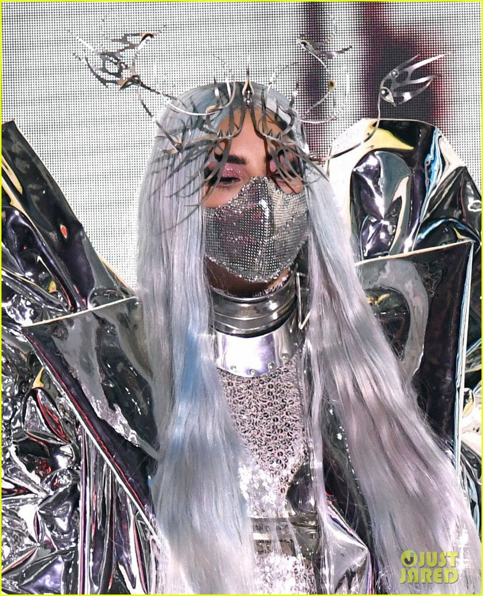 lady-gaga-tricon-award-mtv-vmas-02.jpg