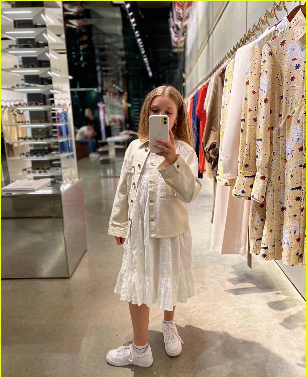 harper beckham selfies while shopping 034473036