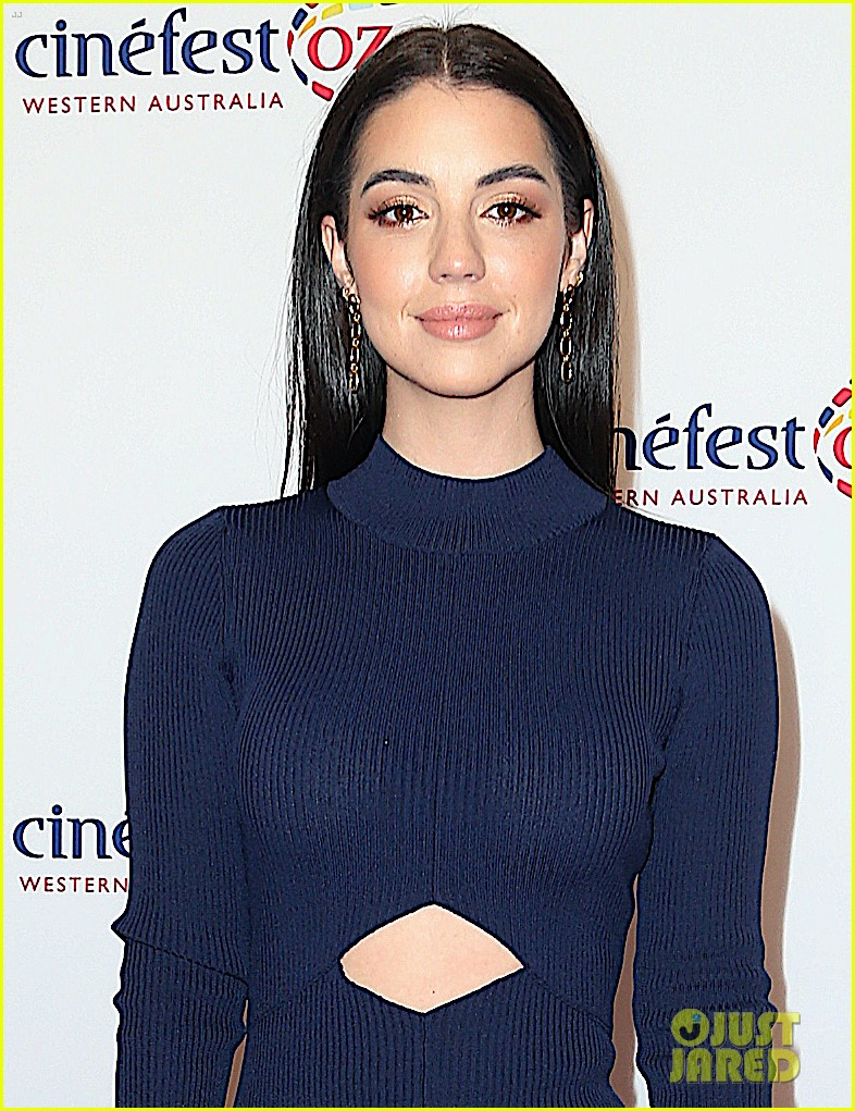 Kate Walsh Adelaide Kane Buddy Up For Cinefestoz Film Festival 2020 In Australia Photo 4479038 Adelaide Kane Kate Walsh Pictures Just Jared