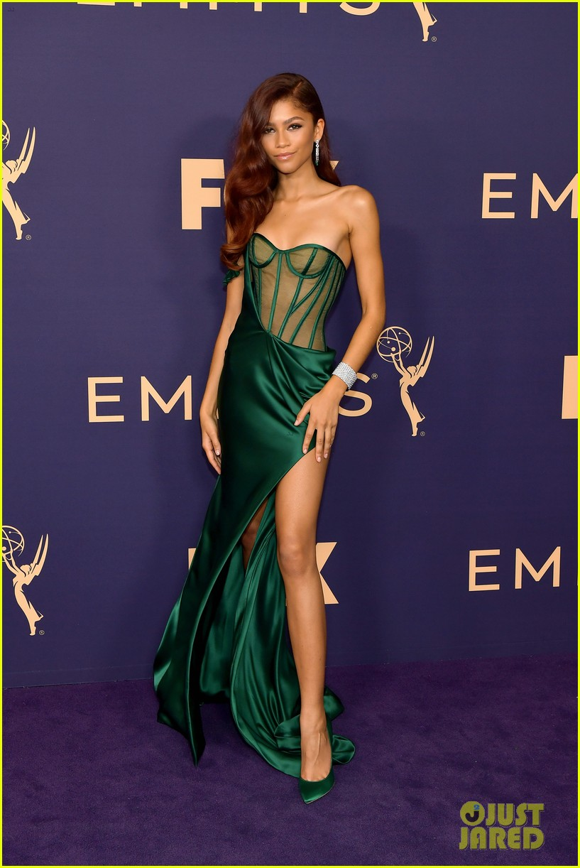 zendaya plans emmy dress up 034477316