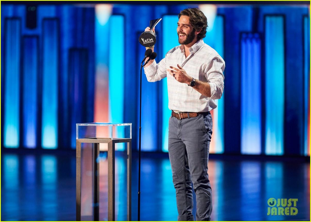 carrie underwood thomas rhett win at acm awards 2020 014483915
