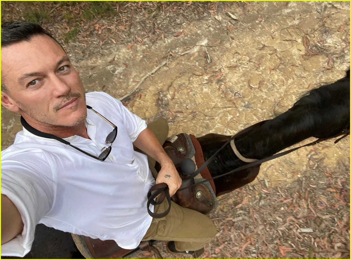 luke evans horseback riding with boyfriend rafael olarra 024484878