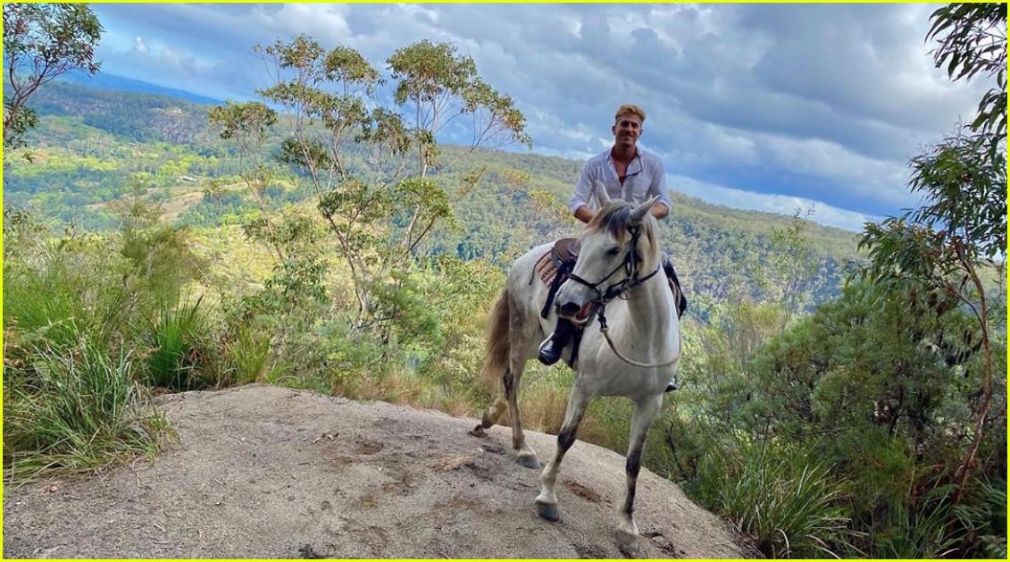 luke evans horseback riding with boyfriend rafael olarra 084484884