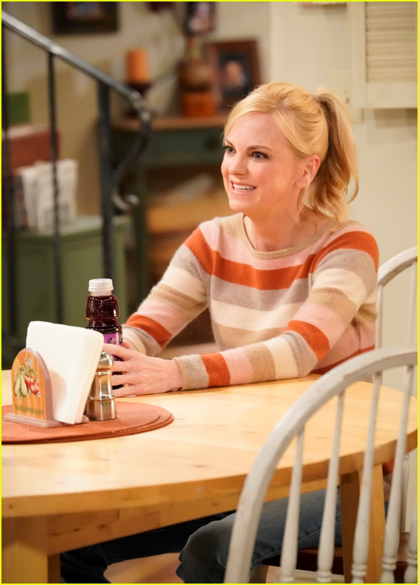 anna faris exit from mom 014480382