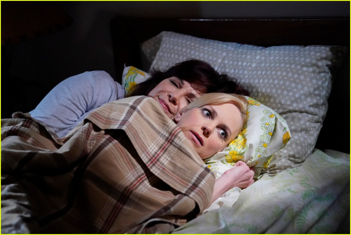 anna faris exit from mom 044480385