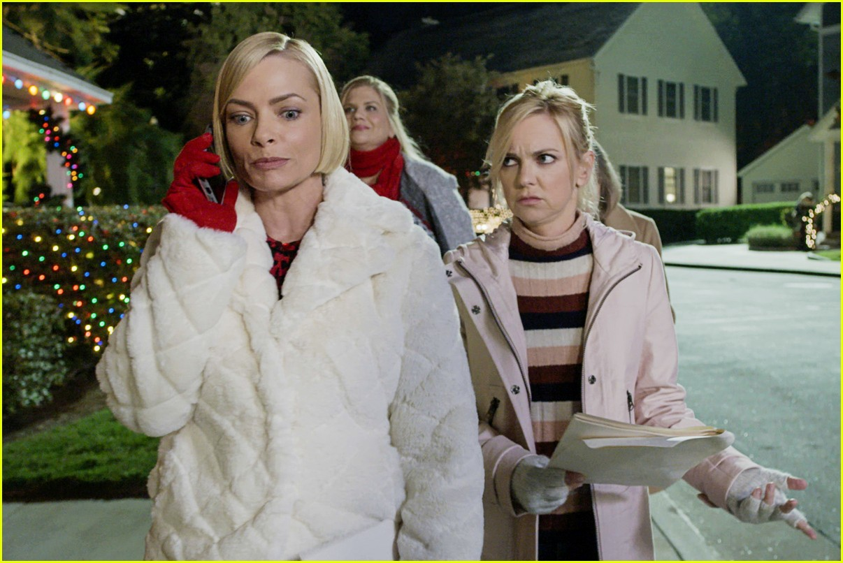 anna faris exit from mom 054480386