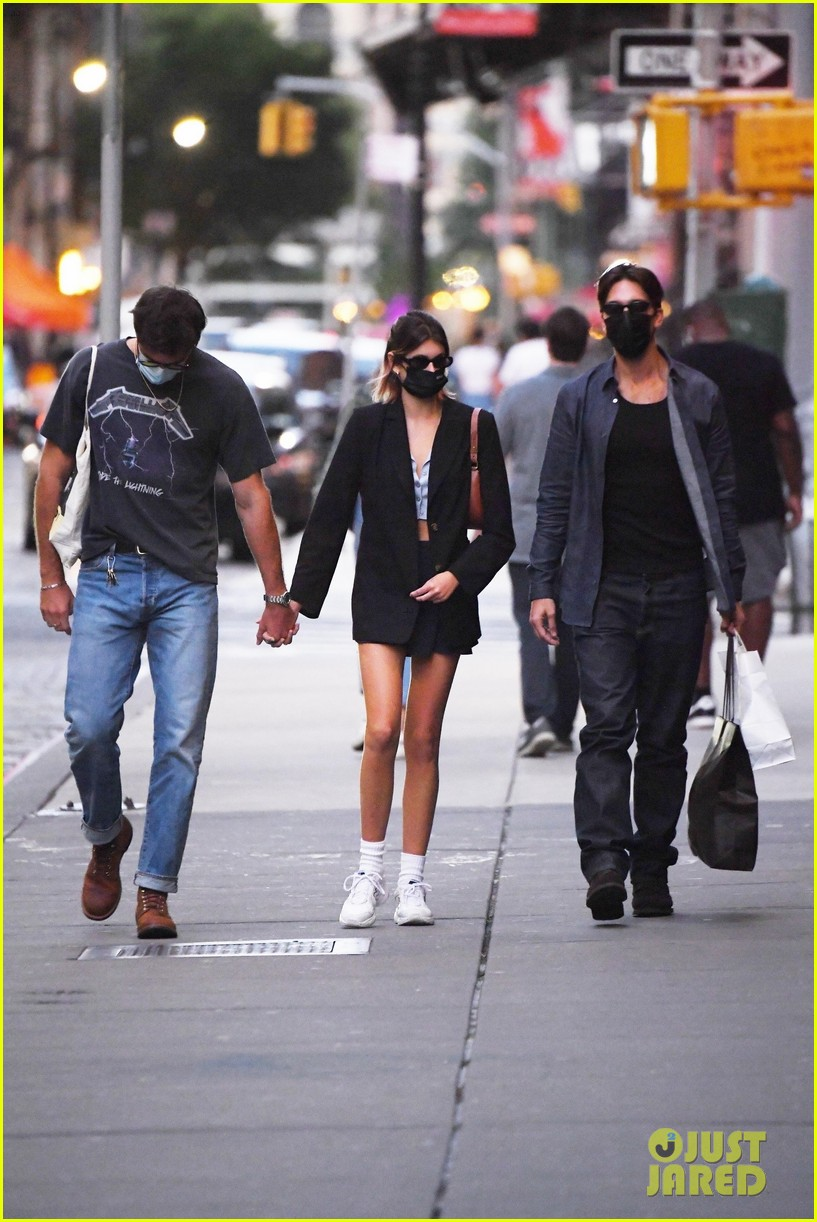 jacob elordi kaia gerber hold hands nyc night out 044482460