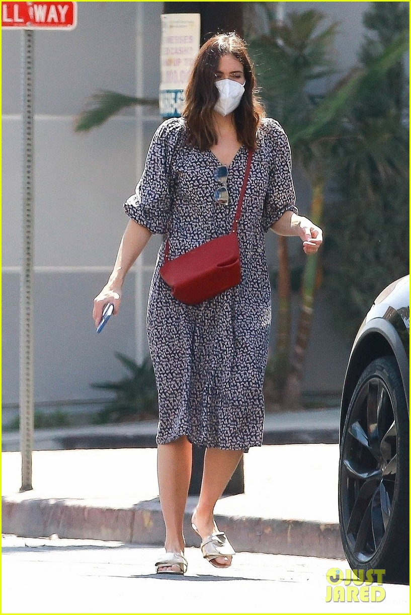 mandy moore pregnant steps out 014487121