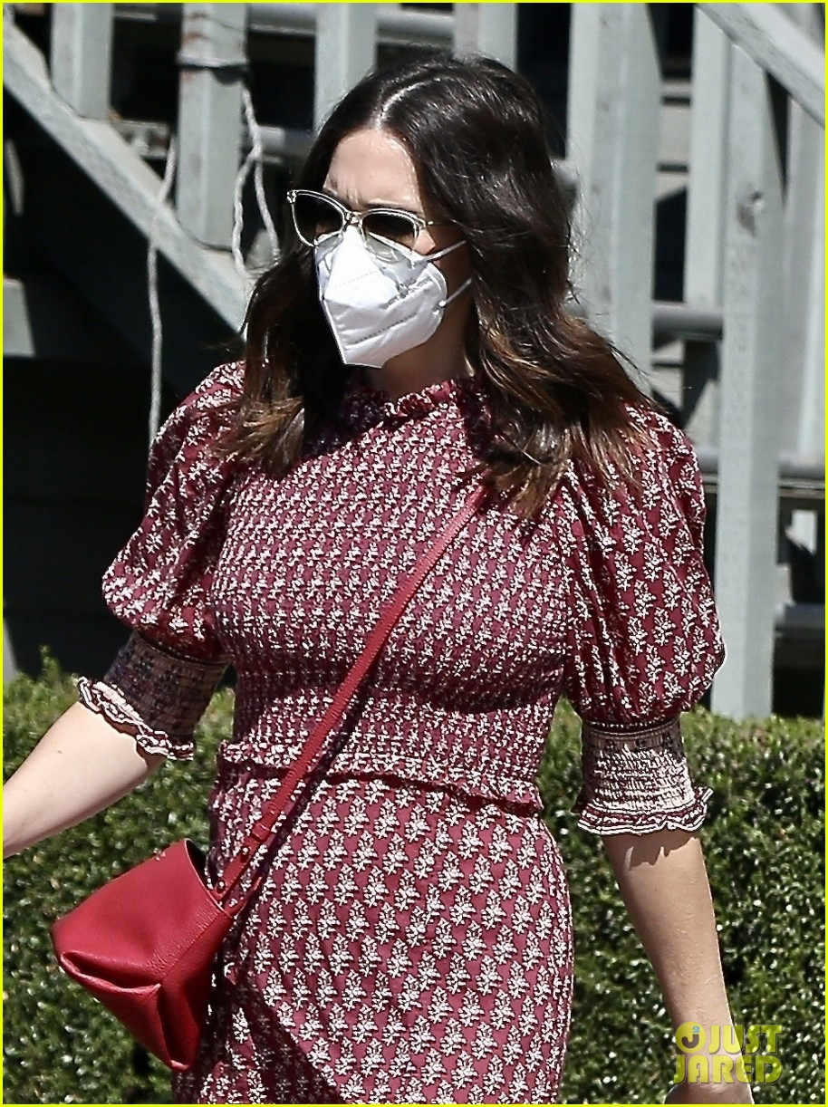 mandy moore couldnt watch debate tiny bump red dress 034489017