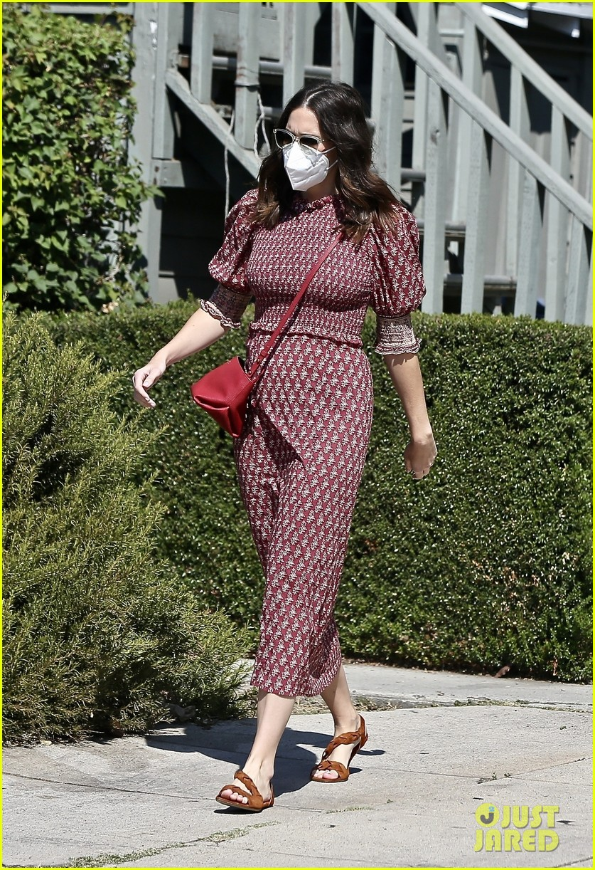 mandy moore couldnt watch debate tiny bump red dress 054489019