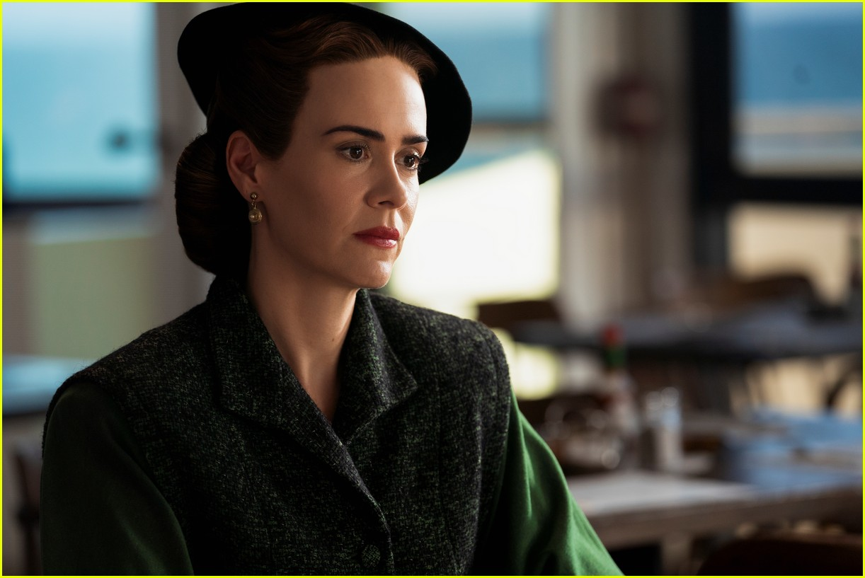 sarah paulson in ratched stills 104484560