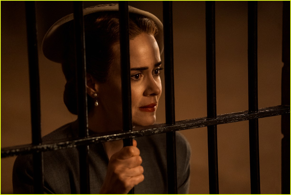 sarah paulson in ratched stills 134484563