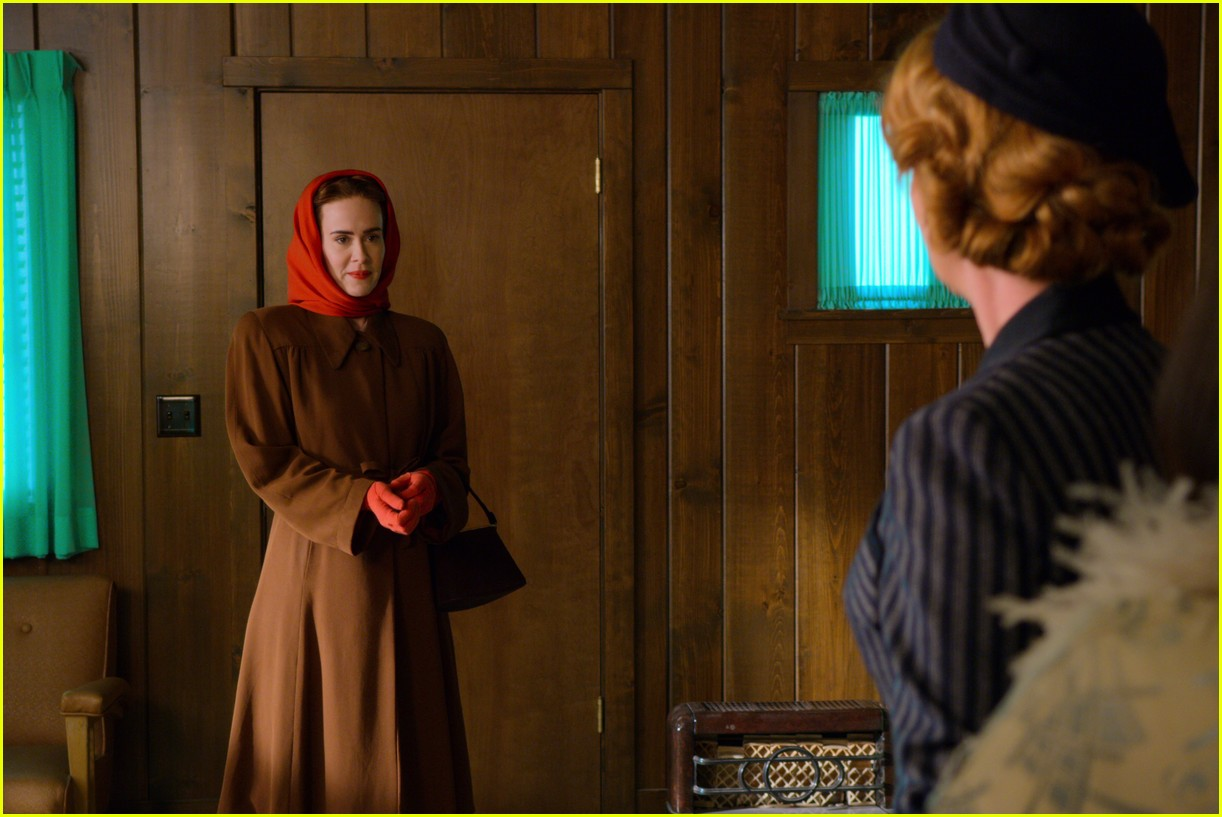 sarah paulson in ratched stills 154484565