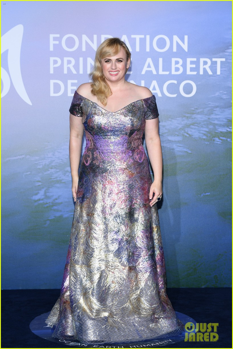 rebel wilson jacob busch red carpet debut 024487073