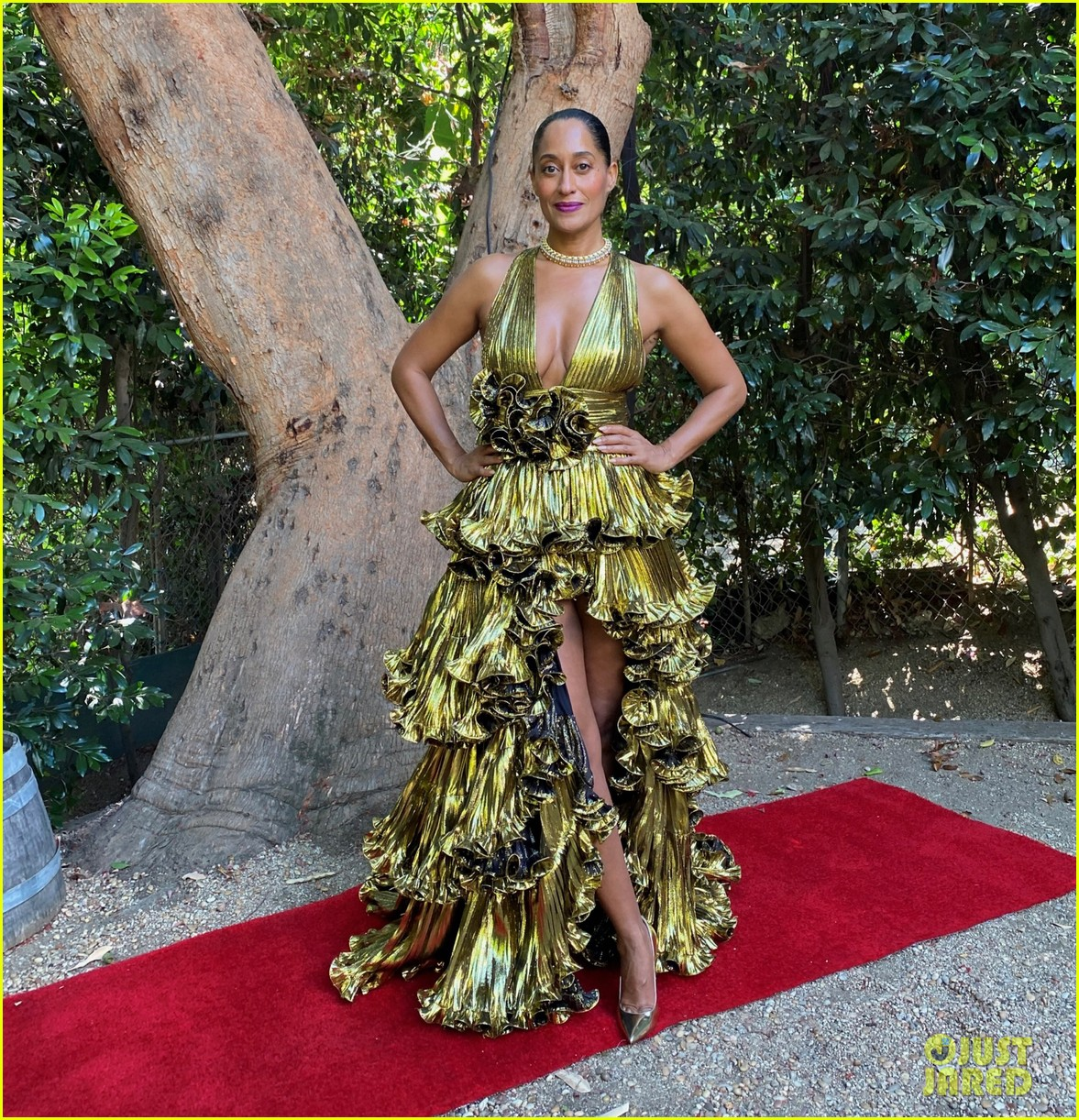 tracee ellis ross goes glam emmys at home 034485610