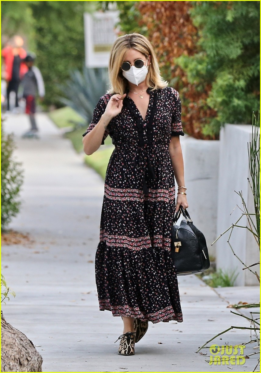 ashley tisdale steps out after revealing shes pregnant 054484525