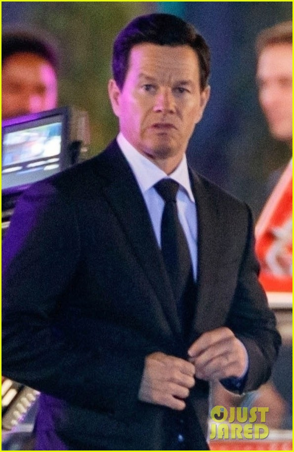 mark wahlberg films uncharted in berlin 024483721