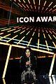 cher presents icon award bbmas 2020 09