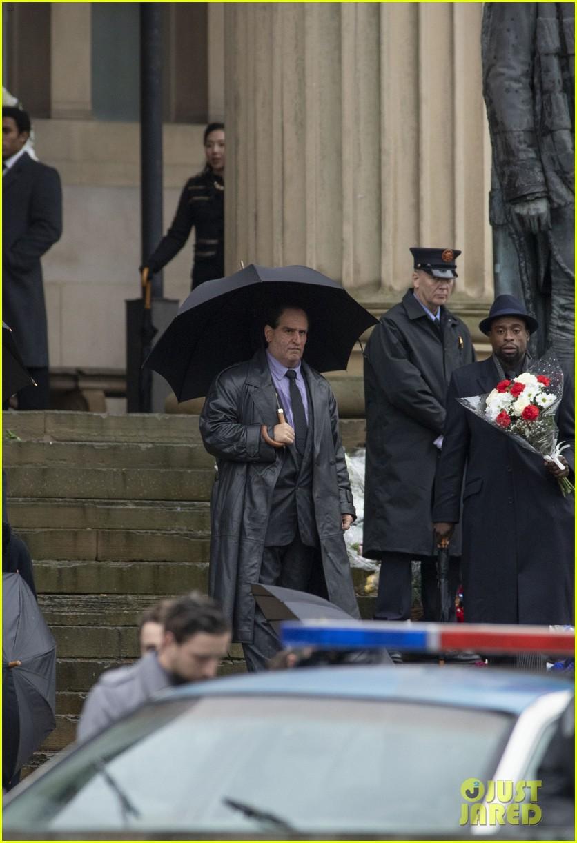 Colin Farrell Looks Unrecognizable as the Penguin on ...