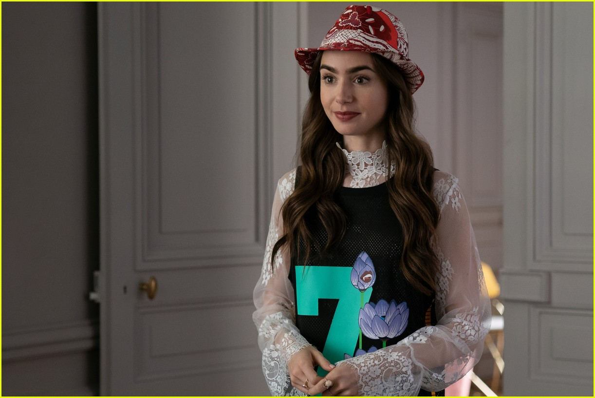 lily collins emily in paris age 034493676