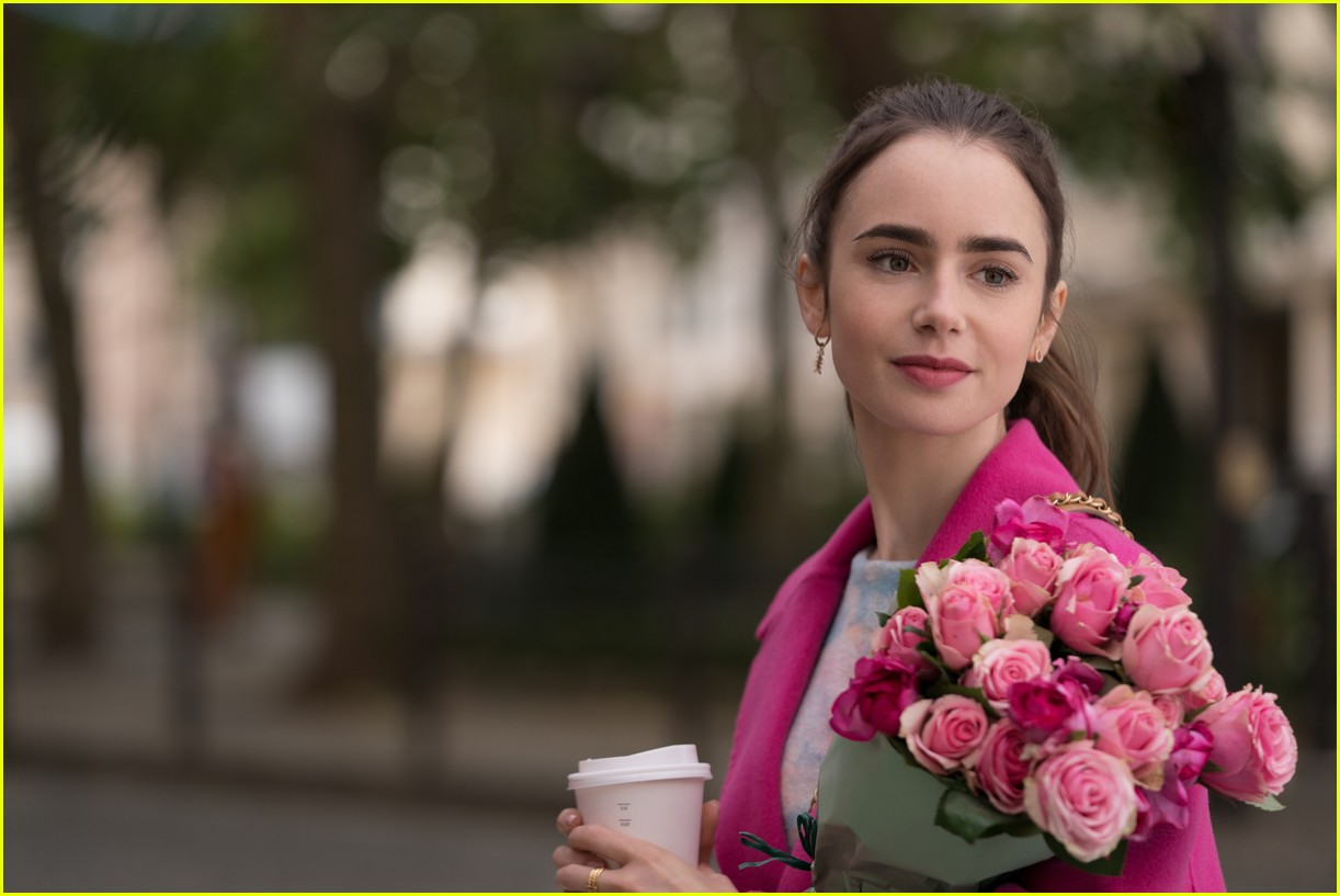 lily collins emily in paris age 044493677