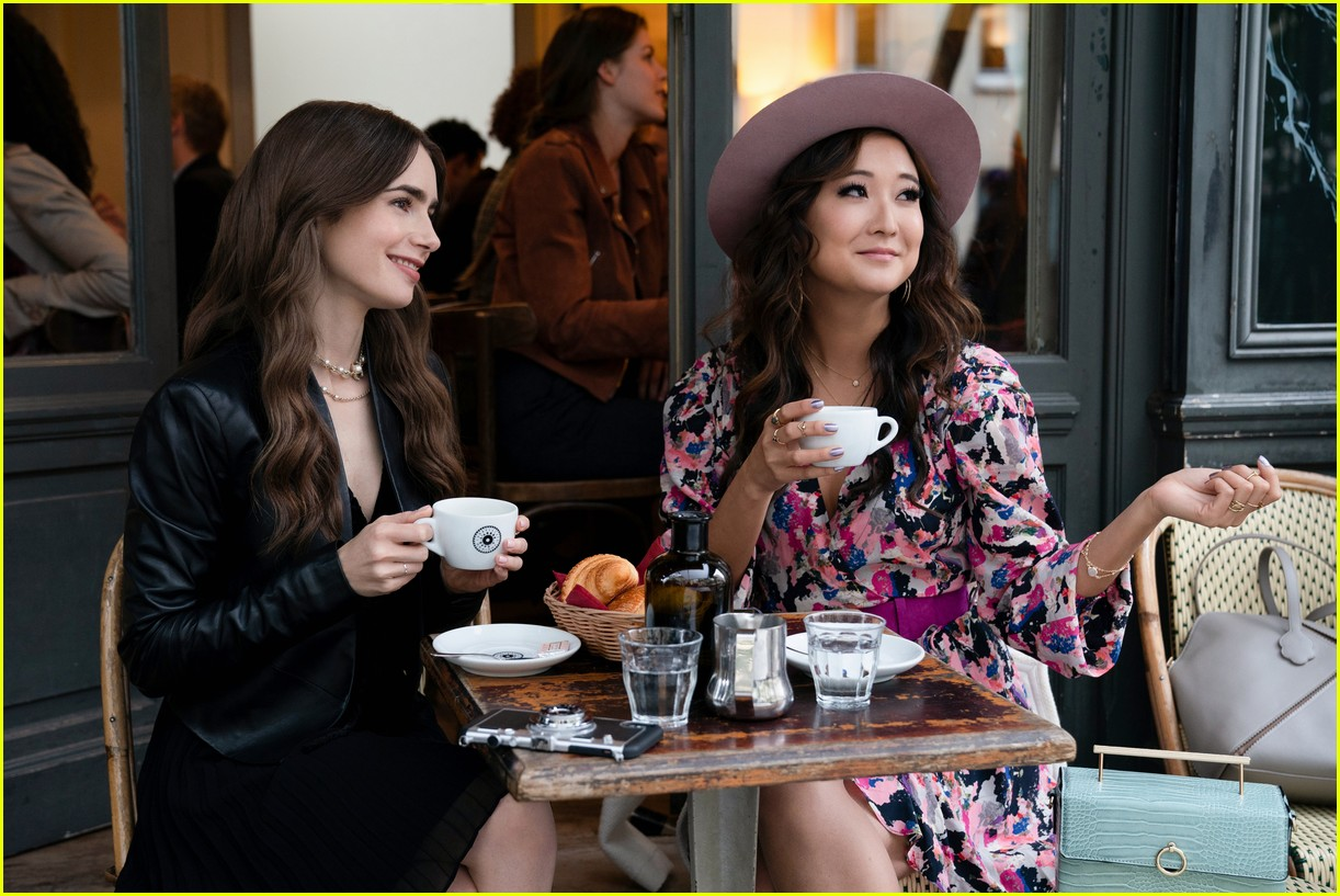 lily collins emily in paris age 054493678