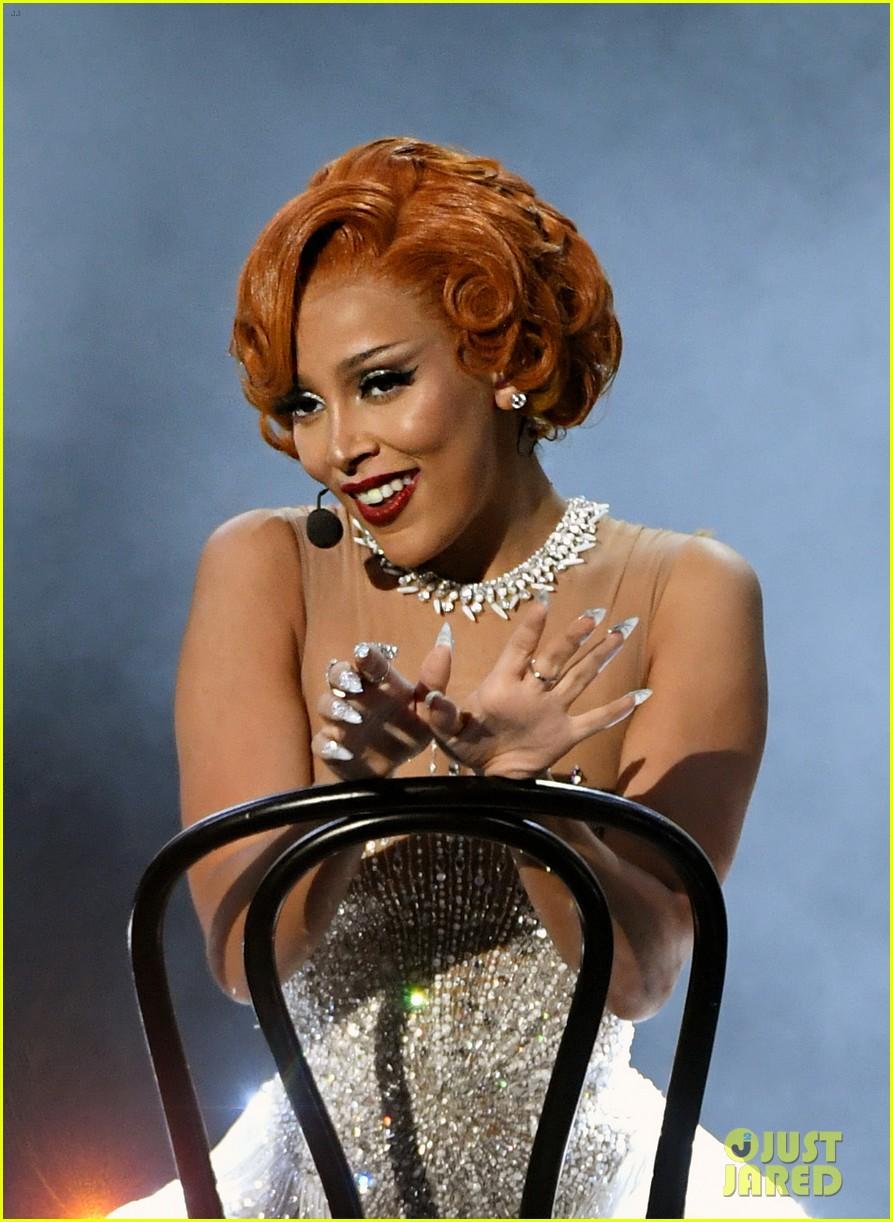 doja cat roxy hart billboard music awards performance 044492724