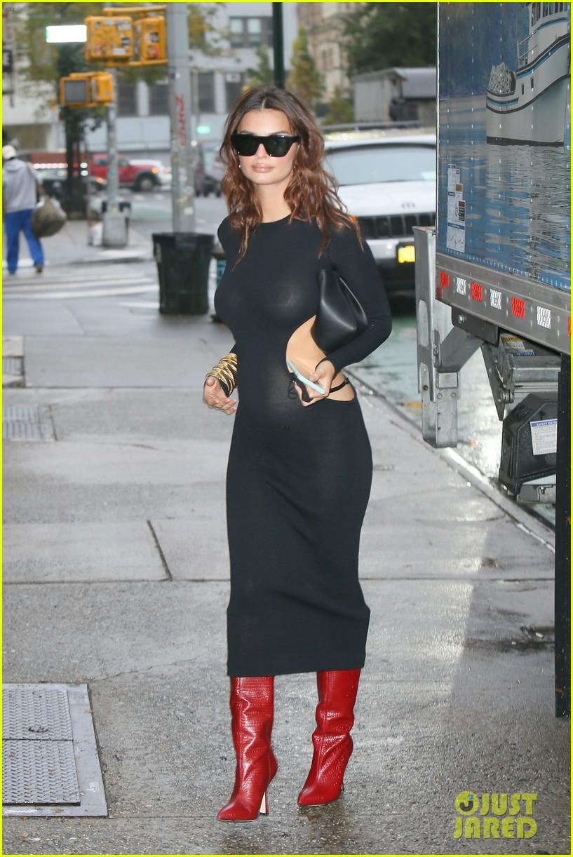 Pregnant EMILY RATAJKOWSKI in a Tight Black Dress Out in