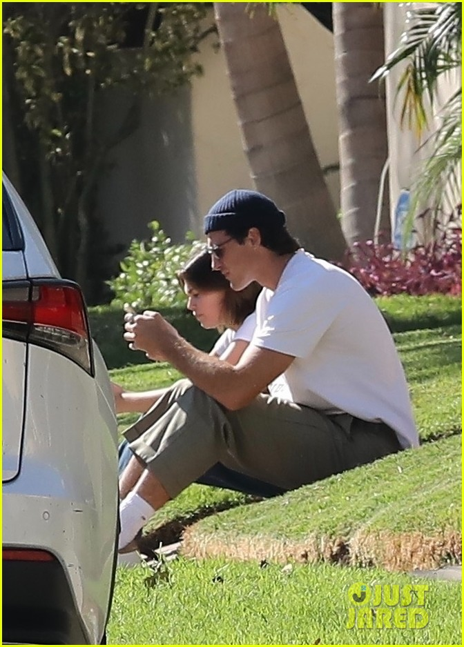 jacob elordi goes shirtless while hanging out outside with kaia gerber 424496297