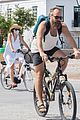 maggie gyllenhaal peter sarsgaard bike ride in greece 01