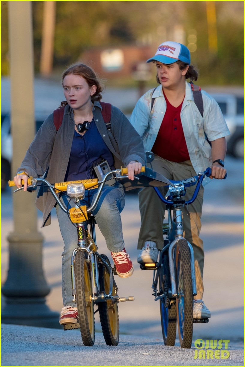 maya hawke joe keery film more video store scenes for stranger things 094494716