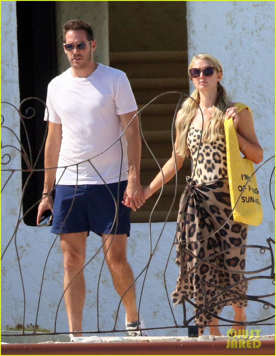 paris hilton with boyfriend carter reum 024493689