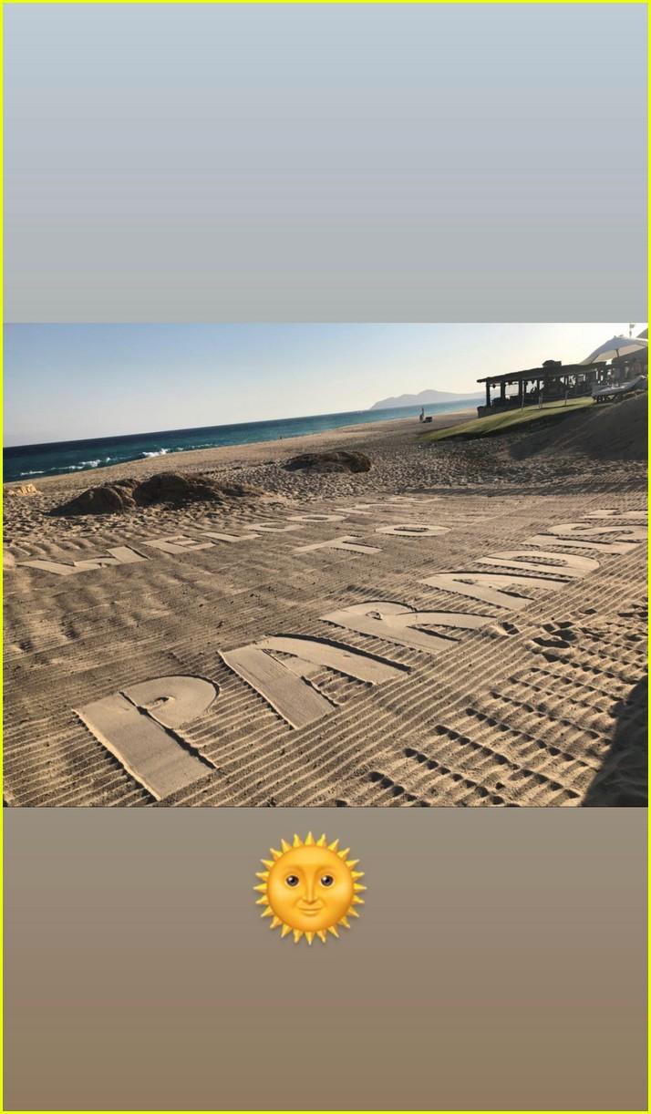 rebel wilson beach getaway with jacob busch 034491637