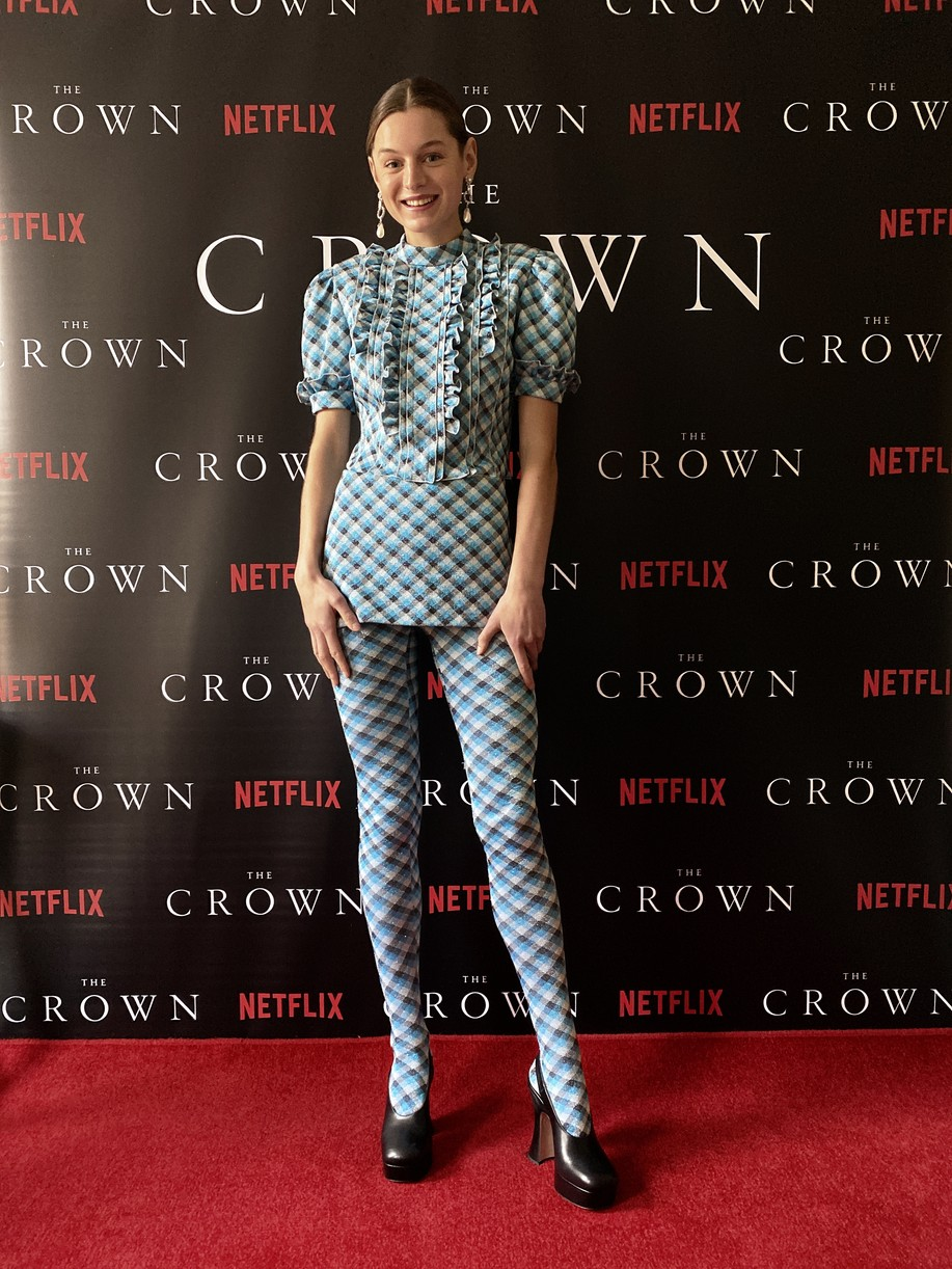 crown cast took own premiere pics at home lockdown 014500058