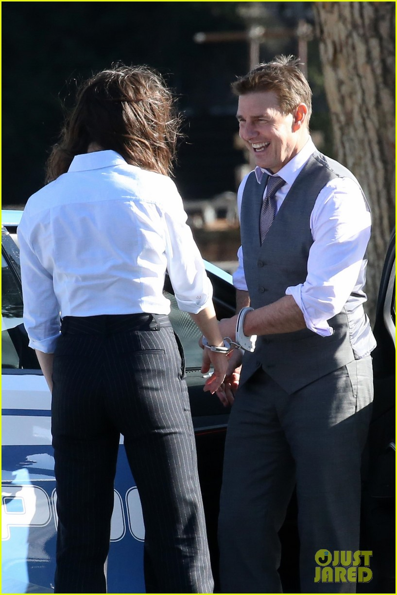 tom cruise hayley atwell handcuffed together mission impossible 024502253