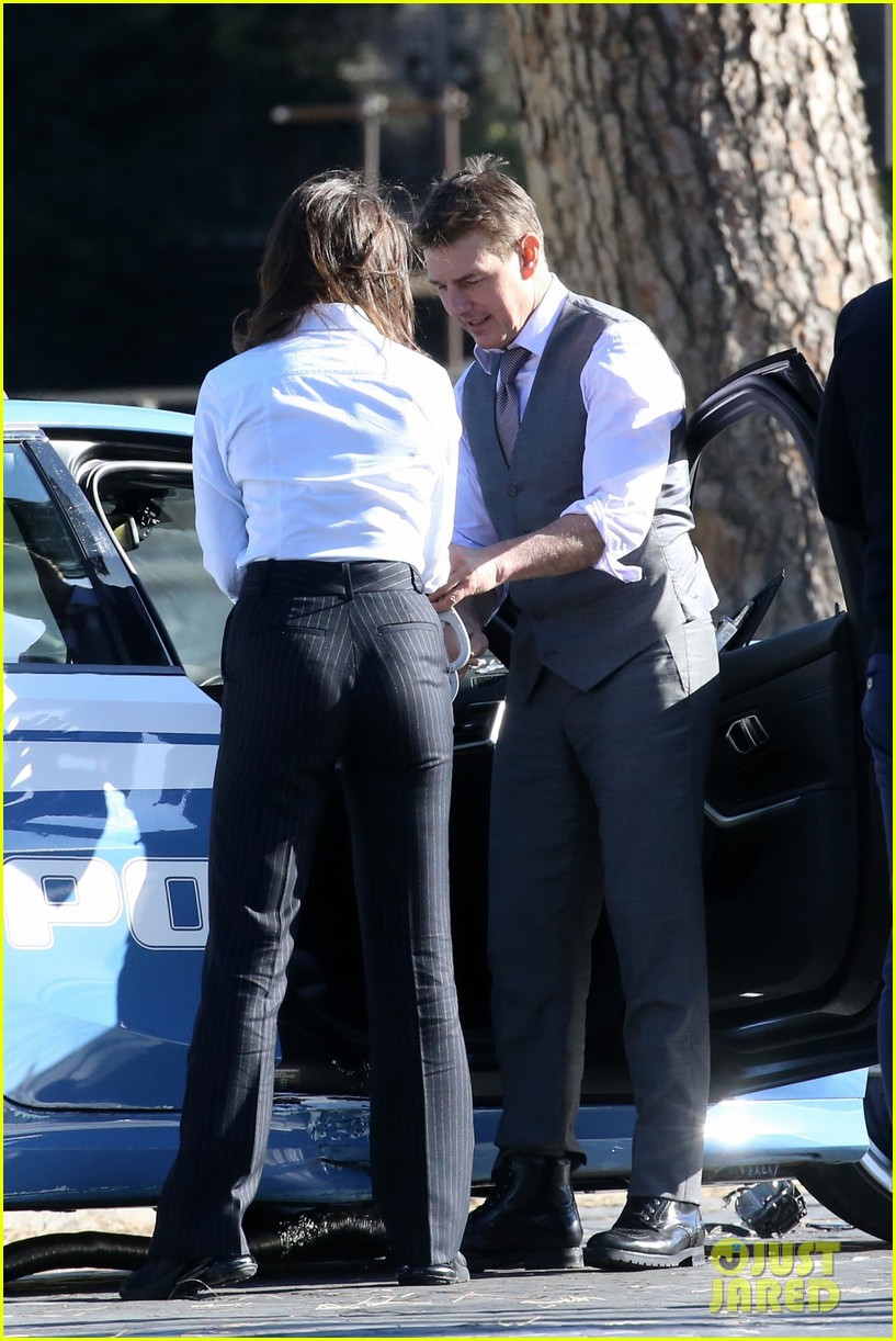 tom cruise hayley atwell handcuffed together mission impossible 084502259