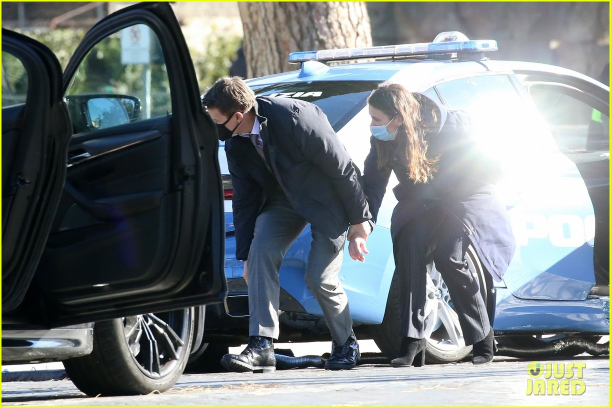 tom cruise hayley atwell handcuffed together mission impossible 254502276