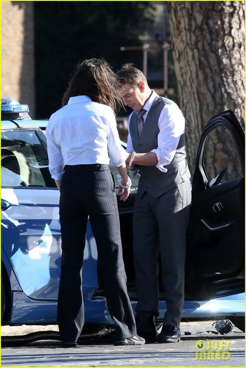 tom cruise hayley atwell handcuffed together mission impossible 334502284