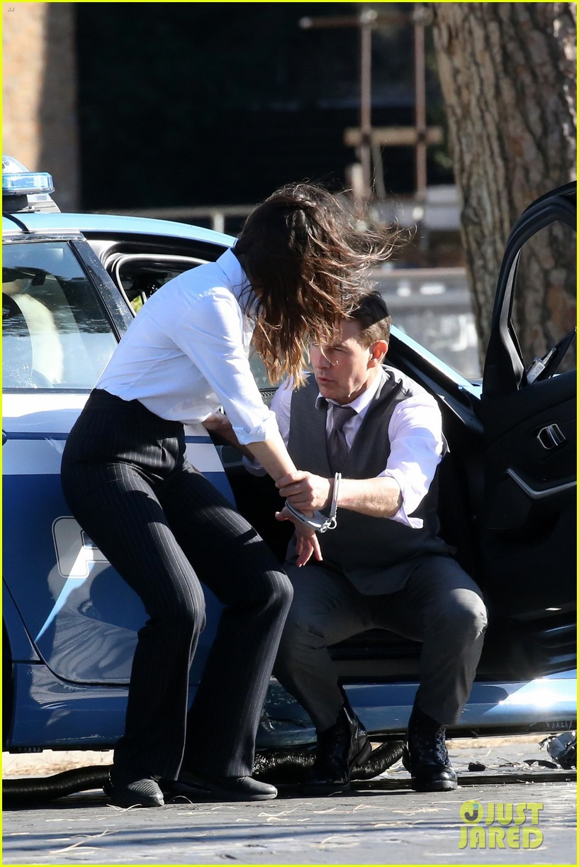 tom cruise hayley atwell handcuffed together mission impossible 364502287