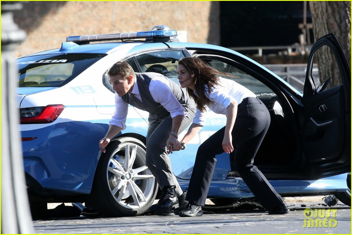 tom cruise hayley atwell handcuffed together mission impossible 404502291
