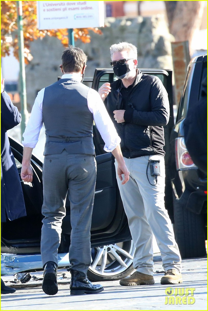 tom cruise hayley atwell handcuffed together mission impossible 454502296