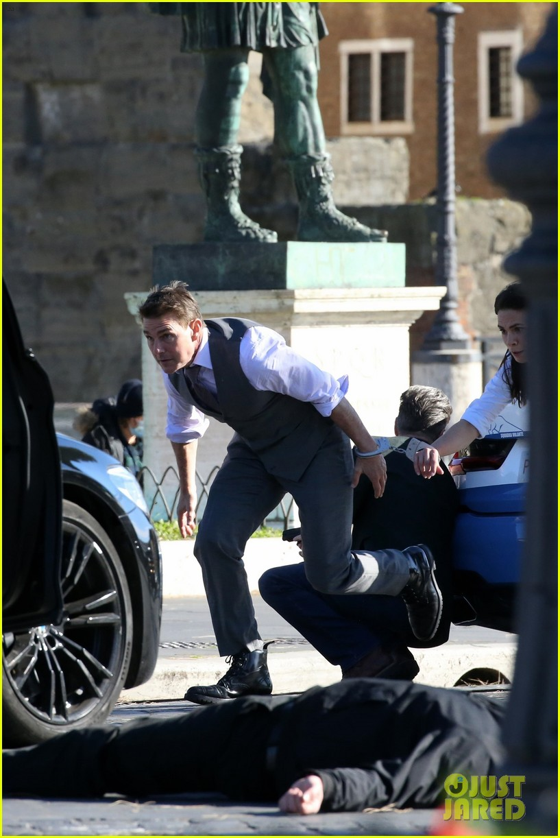 tom cruise hayley atwell handcuffed together mission impossible 484502299