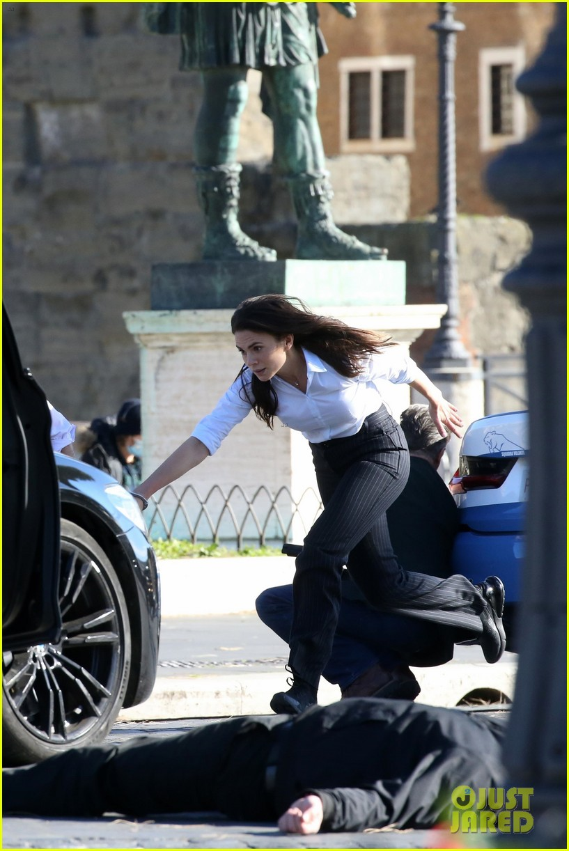 tom cruise hayley atwell handcuffed together mission impossible 494502300